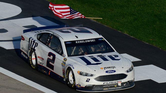 031216-NASCAR-Brad-Keselowsk-flag-drop.vadapt.664.high.58