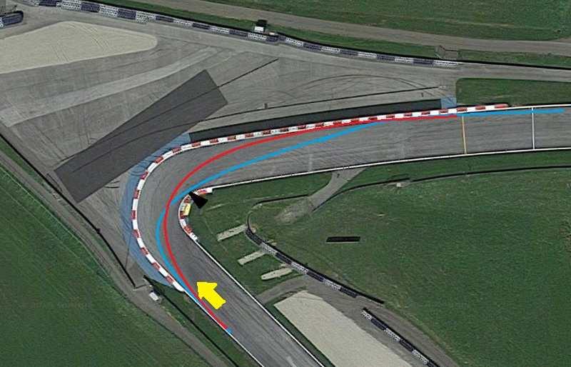 تصویر فوق پیچ شماره ی دو را نشان می دهد که در آن مسیر آبی ریسینگ لاین معمول در پیچ های هرپین و مسیر قرمز ریسینگ لاین با شعاع یک هشتم بیشتر از شعاع داخلی