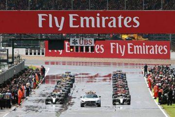 استارت مسابقه ی فرمول یک در شرایط بارانی
