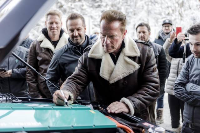 آرنولد شوارتزنگر و کقایزل 2