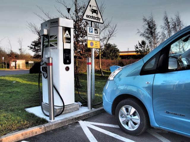 شارژرهای بین راهی و داخل شهری شرکت Ecotricity با نام E-highway در انگلیس