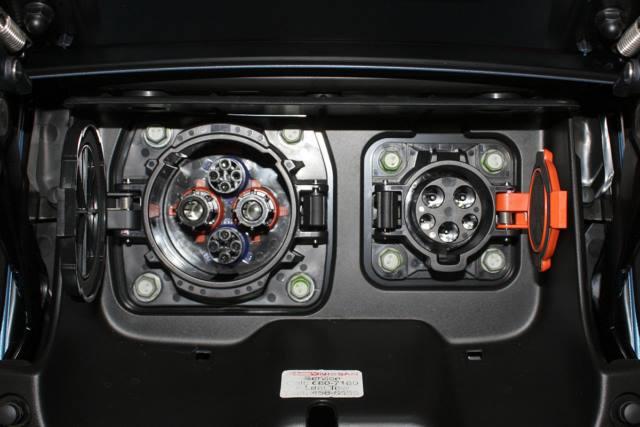 سوکت شارژ CHAdemo و AC سطح یک و دو نیسان لیف