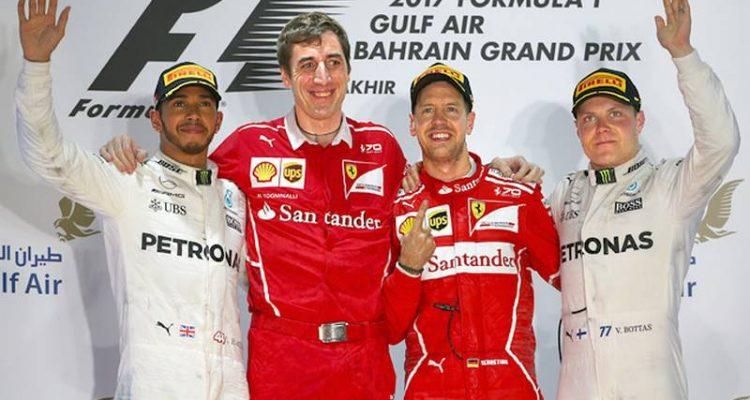 والتری بوتاس، سباستین فتل، مهندس تیم فراری و لوییس همیلتون - سکو گرندپری بحرین 2017