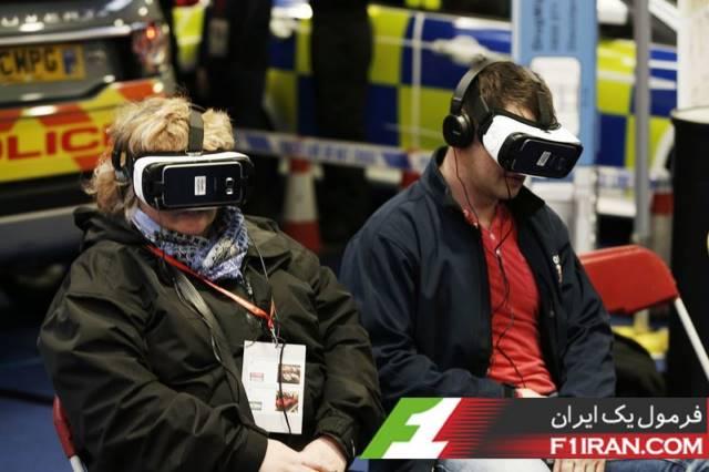 طرفداران درحال تجربه واقعیت مجازی