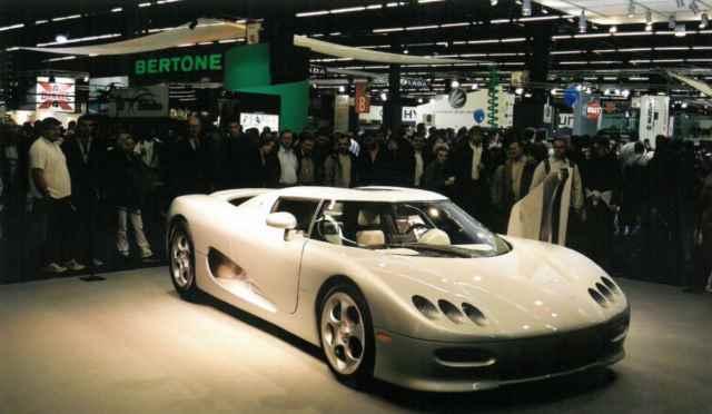 نمونه اولیه کونیخزگ CC8S در نمایشگاه پاریس 2000