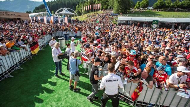 دیدار رانندگان با هوادارن - گرندپری اتریش 2017