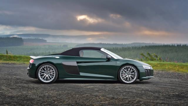 Audi R8 Spyder Plus Roof Up