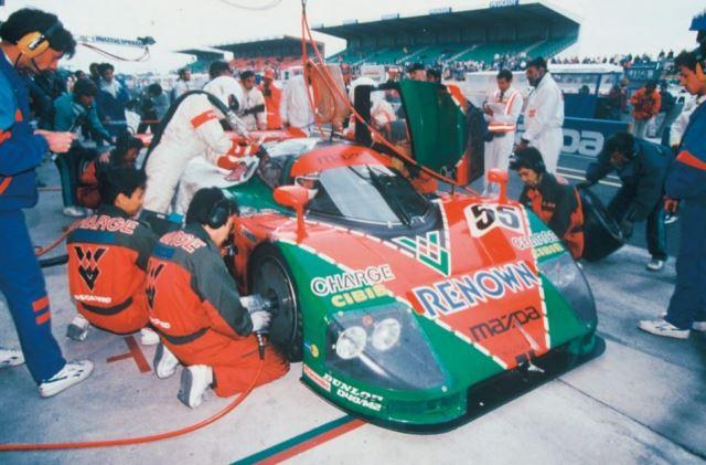 Mazda 787 B at pit