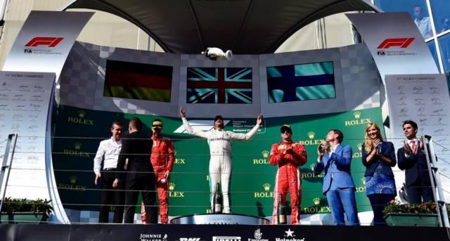 همیلتون پس از دریافت جام پیروزی - مجارستان 2018
