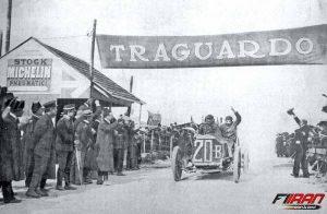 Felice Nazzaro در حال راندن اتومبیل فیات - Coppa Florio 1907