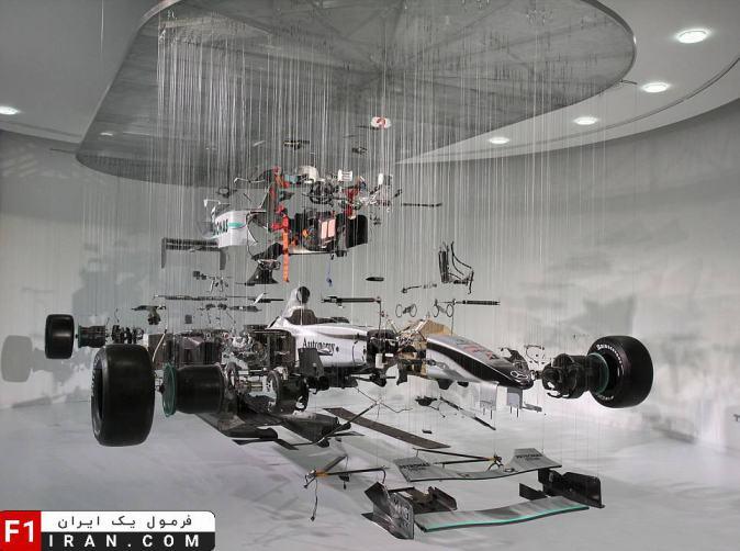 قطعات از هم جداشده ی خودروی Mercedes MGP W01 سال 2010
