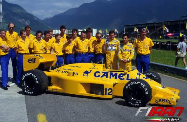 آیرتون سنا و دیگر اعضای تیم لوتوس - خودروی لوتوس 99T