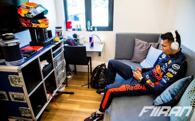 الکس آلبون - اتاق رانندگان تیم فرمول یک ردبول